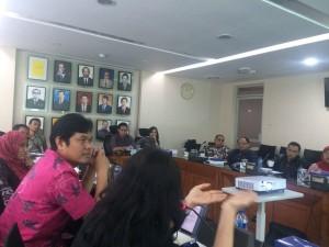 Diskusi santai berbobot tenaga ahli fraksi tentang sistem pemilu bersama pakar UI, Reni Suwarso